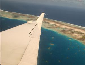 Arrivee sur l'atoll de Nego-Nego en Polynesie Française